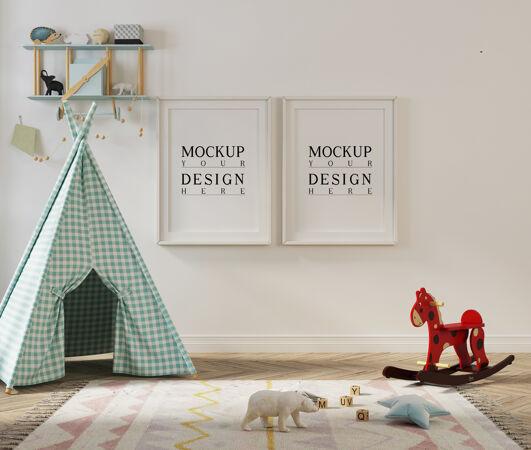 模型海报在儿童游戏室与帐篷