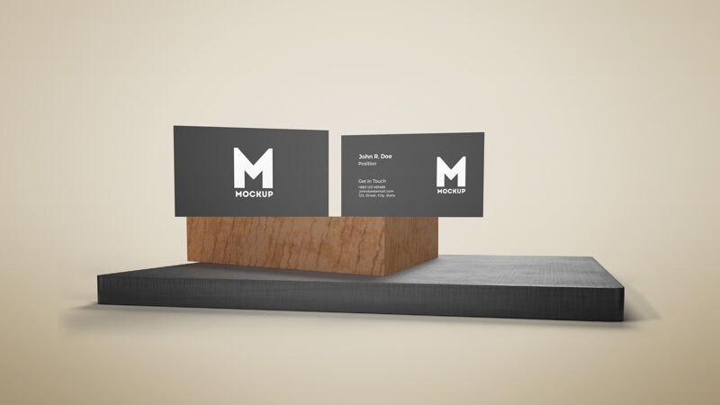 木制讲台上的名片模型