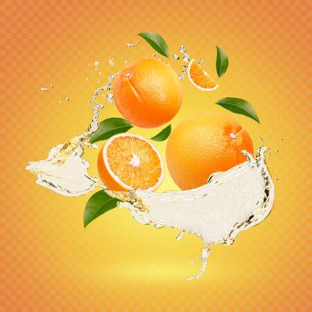 水溅在新鲜的橘子上 叶子被隔离了